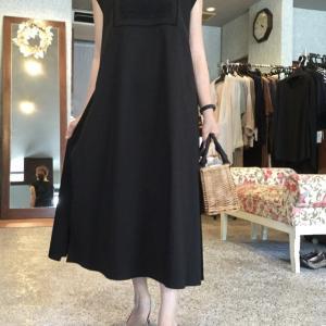 coomb☆大人のブラックサマードレス胸元のレース使いが上品ですね。