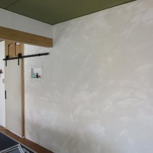 リビング壁塗りほぼ完成