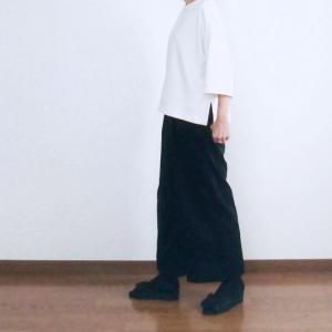 【50代ファッション】シンプルコーデ着画★ユニクロTシャツと黒のコーデュロイパンツ+α♪