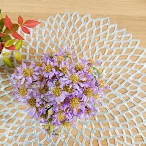 【50代主婦の暮らし】癒しのお花とグリーン★庭仕事のごほうびを部屋に飾りました♪