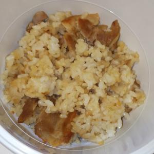 豚バラニンニク炒飯、オムレツ弁当