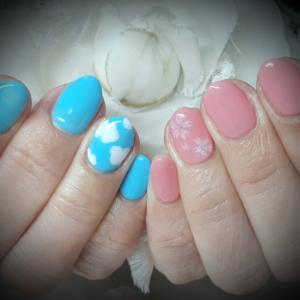 青空と桜のネイル