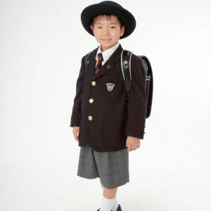 入学式の記念写真撮影 阪急豊中駅南に50メートル丸福衣裳店 本店
