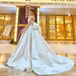 シルク生地の大人可愛いウェディングドレス