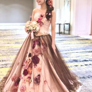 ピンクブラウンのカラードレスはお花いっぱいの花嫁♬