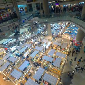【弾丸バンコク旅】ナイトマーケット ラチャダー鉄道市場でBBQ