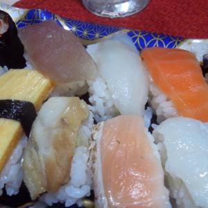 半額シール スーパーの寿司