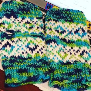 ハンドウォーマーの模様編みのパターン