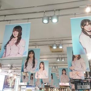 渋谷TSUTAYA、日向坂46・4thシングル発売記念展示レポ(2/18)