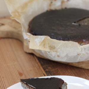 母、私のスマホを使ってラインのビデオ通話を体験! 教室のデザートの試作は黒胡麻のチーズケーキ