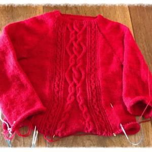 真っ赤なケーブルのセーターCora 2