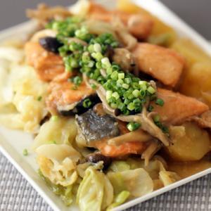 KOZレシピ【秋鮭とじゃがいも、キャベツの味噌バター焼き】