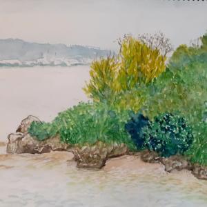 遠くに伊計島を見る