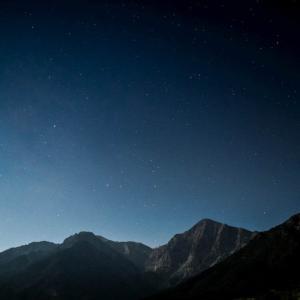 山中に閉じ込められた故・中村哲医師が、満天の星空を見上げながら語った「命の話」