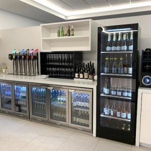 ニュージーランド航空ラウンジで、お酒飲み放題は健在だった!