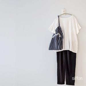 UNIQLOマーセライズコットンTシャツとアンクル丈パンツで着心地さらっと。