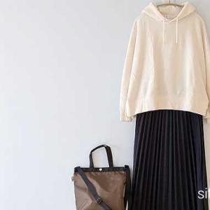 プルパーカーとチェック柄プリーツスカート*ポイントアップ2つ!Rakuten Fashion1周年、お得になってます♪