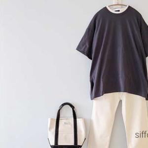 UNIQLOシンプルTシャツとホワイトデニム*ポイントアップ2つ!秋もの流行りのデザイン?!