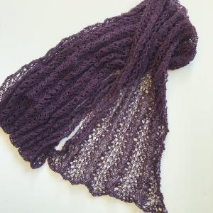 レース模様のカシミヤショールが編みあがりました