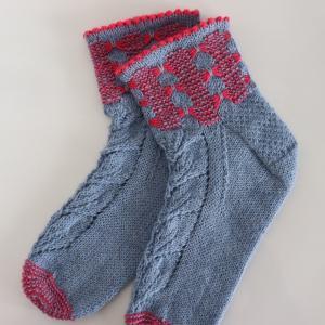 バタフライステッチと縁編みのかわいい靴下(生徒さんの作品)