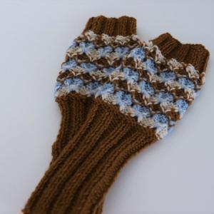 棒針編み入門コース課題の引き上げ模様のグローブ(生徒さんの作品)