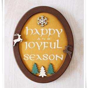 全然クリスマスっぽくない?!ウッドチップと布で作ったアンシャル体のクリスマス作品