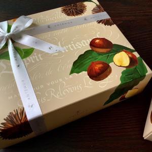 大好評につき完売【季節限定】アンテノールの栗のクリームサンドの箱は素敵なカリグラフィーデザイン!