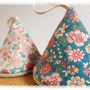 YUWA小花柄のとんがり鍋つかみ
