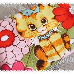 レトロ猫ちゃんの蓋付きポケットティッシュケース