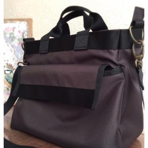 チョコレートブラウンのシンプル2wayバッグ