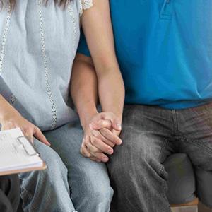妊活男子はカッコいい! 妻を引き連れ…積極的な夫が増えている