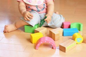 出産をためらうのは経済的な理由から!日本は子どもを「産みやすい」国なのか
