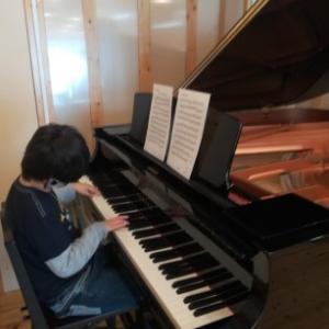 グランドピアノを見に行く