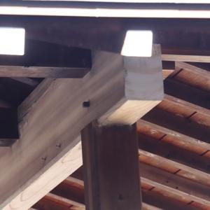 足立区扇大橋大吉祥寺の境内にある木造平屋の軒下に?