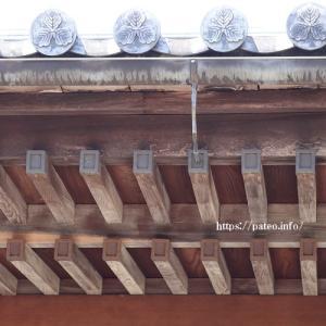 葛飾区に建つ小伝寺本堂の大屋根。