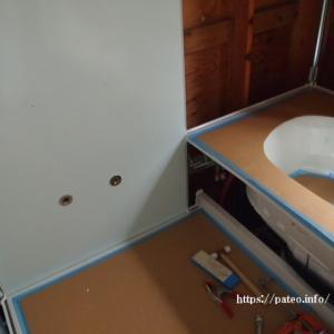 足立区H・U様浴室ユニットバスリフォーム工事パネル建て込み工事中。