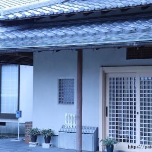 足立区西光寺境内と純木造建築がシンプルに。