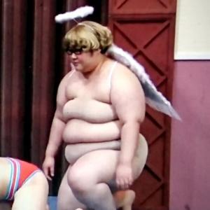 【悲報】ムチムチ女芸人さん、お〇ぱい丸出しになってしまう