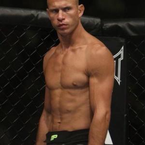 180cm 70kgの格闘家の肉体wwwwwwwwwwww