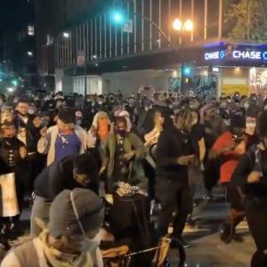 【悲報】 アメリカ人さん黒人死亡抗議デモに飽きてダンスイベントになってしまう