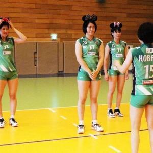 【朗報】女子バレーボール選手、ミニーちゃんのえちえちコスプレを披露wwwwwww