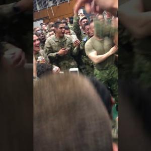 【動画】日米軍人腕相撲対決、楽しそう