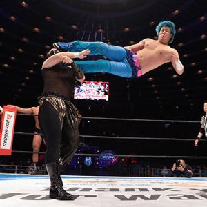 新日本プロレスの若手レスラーさんのドロップキックのジャンプ力wwwwwwwww