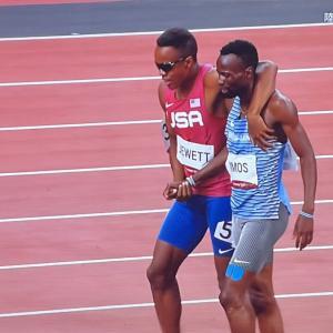 【東京五輪】陸上男子800mで転倒した2人が握手&並走ゴール、SNS感動「美しい光景」「良いもの見た」「これぞスポーツマンシップ」