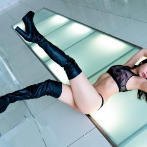 「はちきれんばかり!」安田桃寧(20)、メイド姿で抜群スタイル披露!「きっと喜んでもらえる」 水着姿も公開