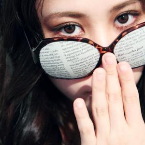 【Newspaper woman 01】