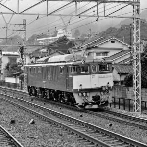 今日日付ネタから 須磨駅通過中のEF64-1009号機川重公式試運転