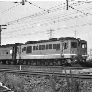 塚本駅付近グリコ横走行のDF50&113系新快速(1972/2撮影)