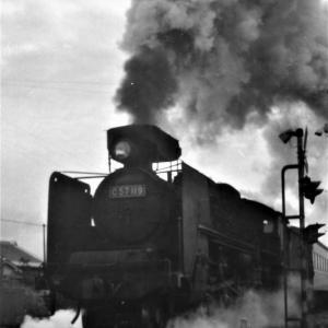和歌山線走行するSL列車(1972/2撮影)