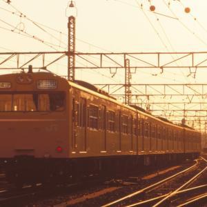 黄昏の中大阪駅発車する福知山線103系